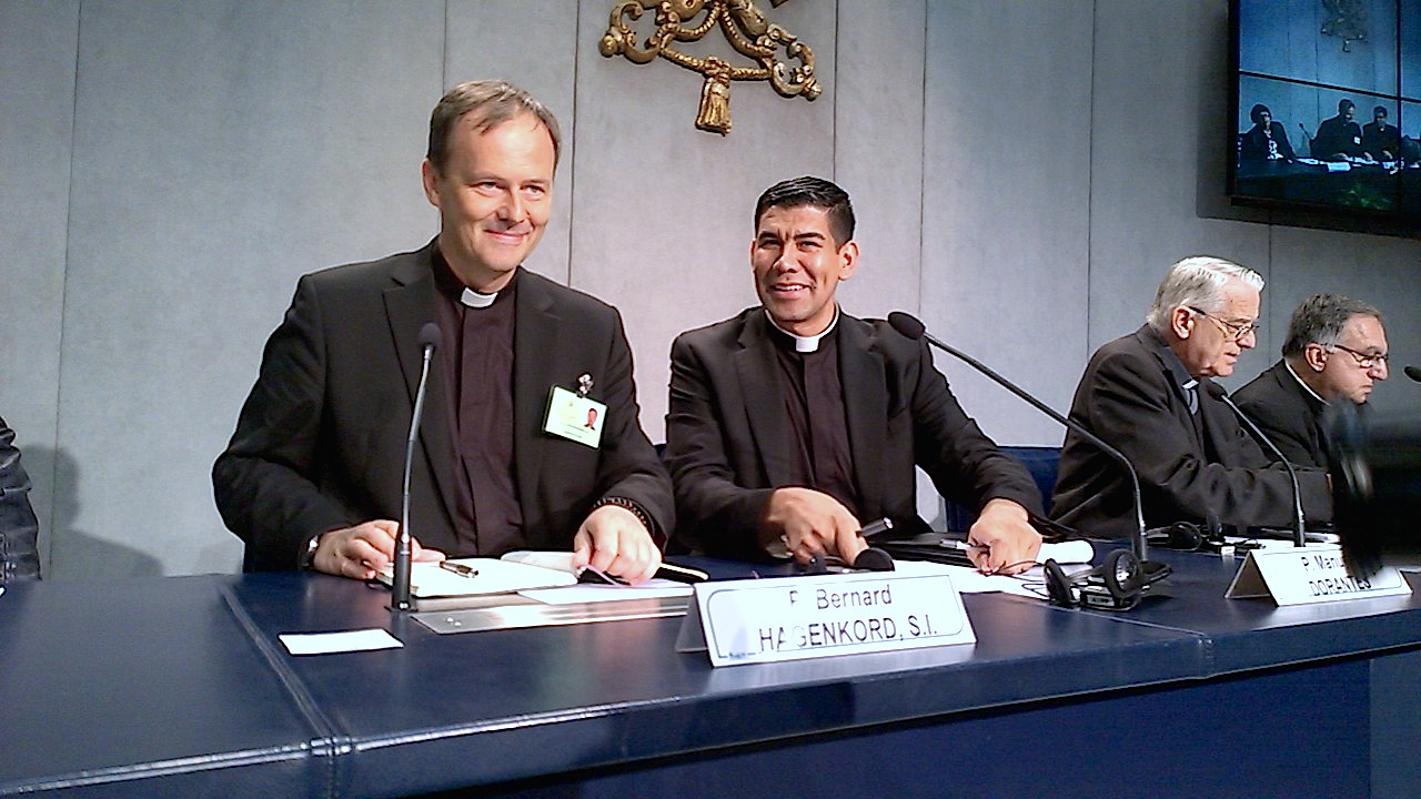 Briefing in the Holy See press office - 15 October 2015