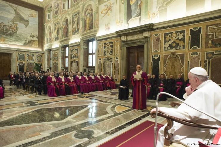 Il Papa riceve in udienza i membri della Rota Romana