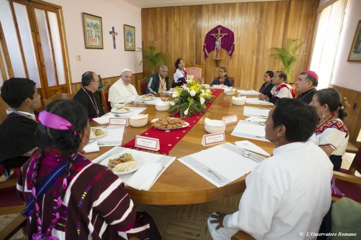 Pranzo del Papa a Chiapas, con rappresentanti indigeni