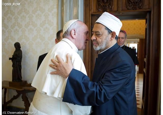 Papa con Imam al-Azhar