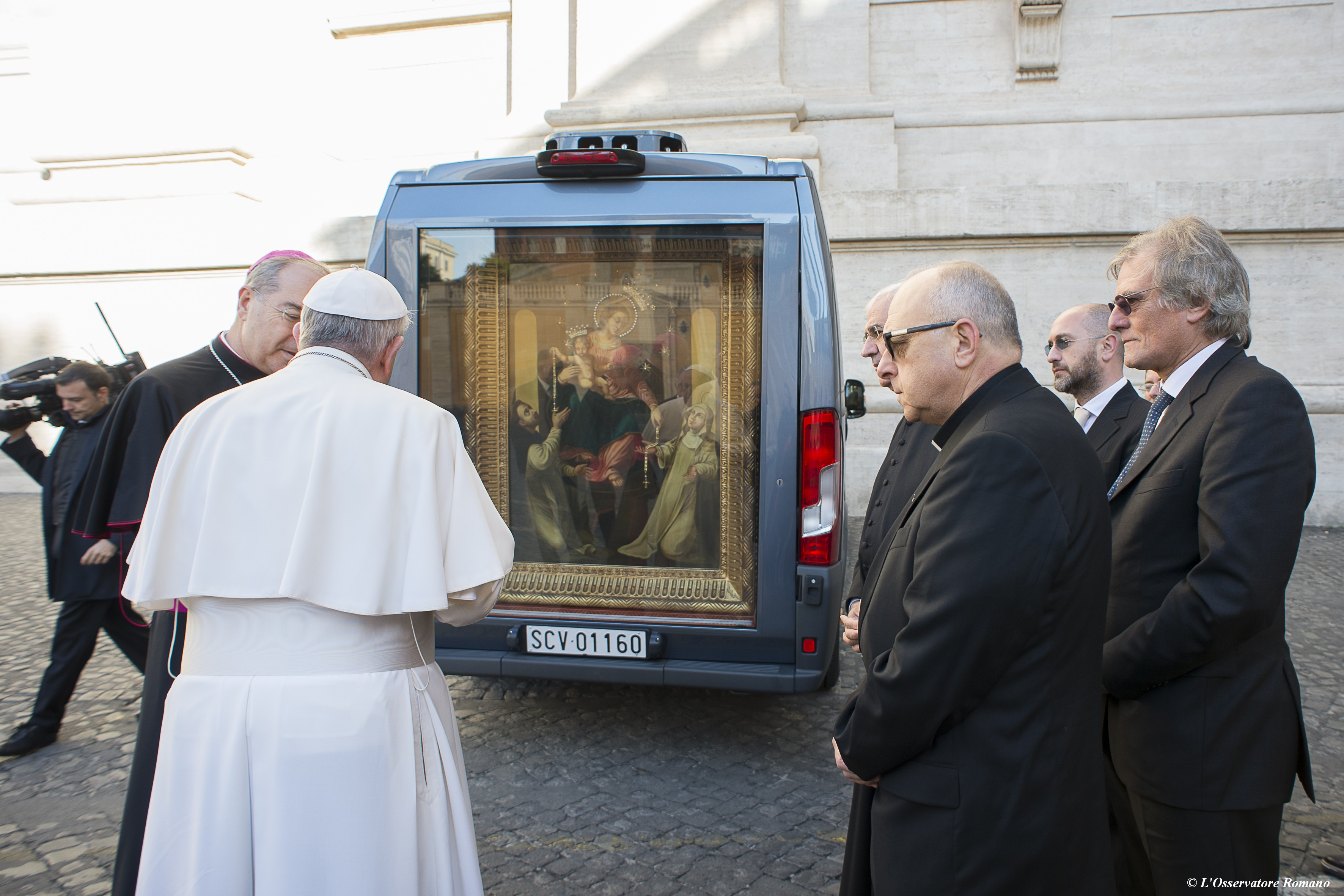 Pope Francis blesses new SCV-vehicle and picture of the Virgin of Pompei