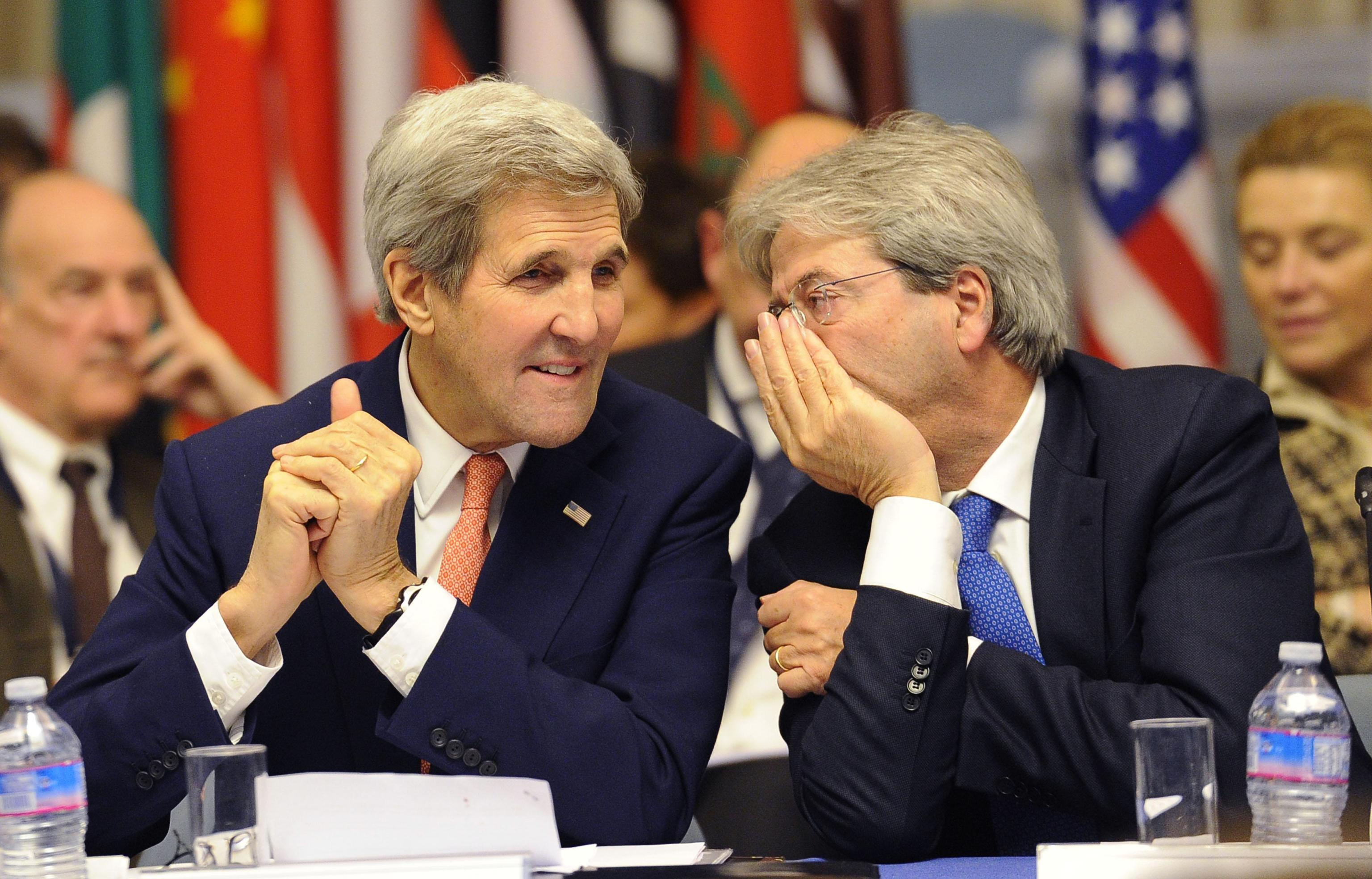 Italian Foreign minister Paolo Gentiloni (R) and US Secretary John Kerry (L) during the International Conference on Libya