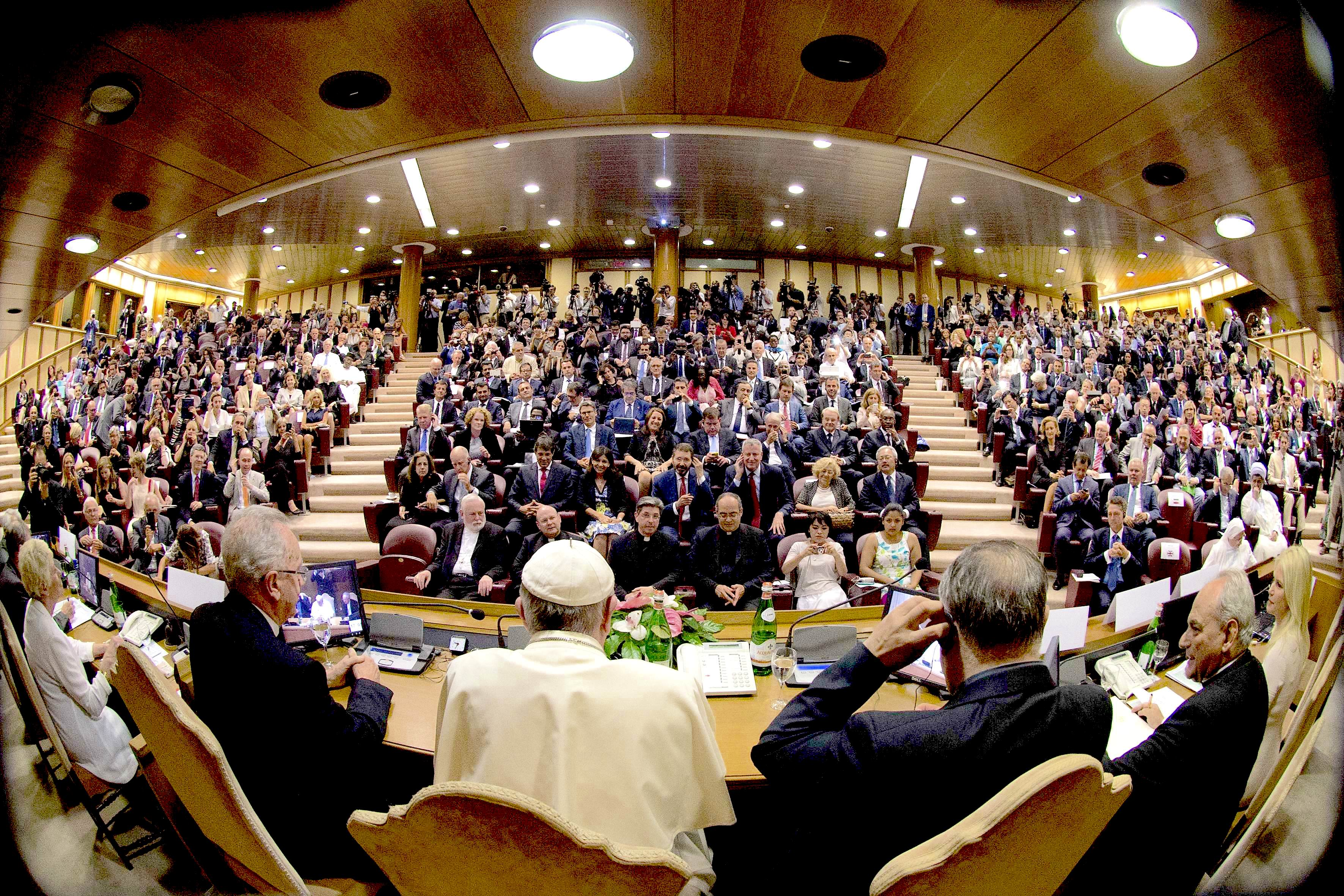 Pope Francis speaking with de mayors of the world in the summit in the Sinodo room. 21 july 2015