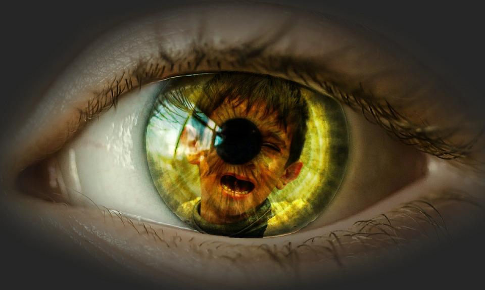 Child reflected on eye