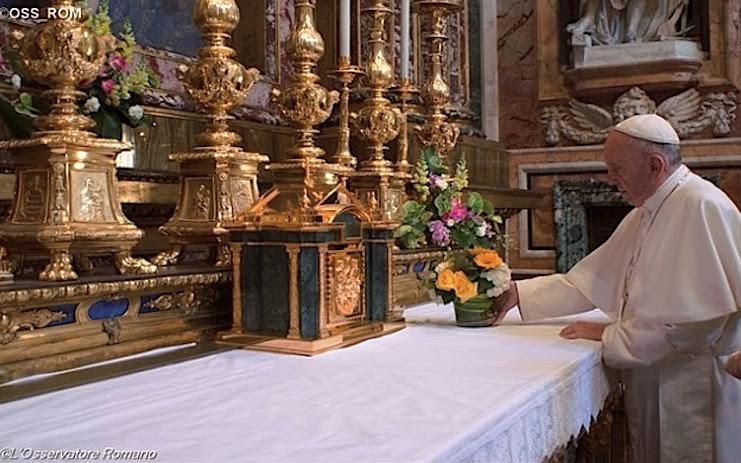 Papa prega in Santa Maria Maggiore