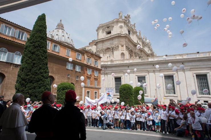 Papa e Treno dei Bambini (foto Osservatore Romano)