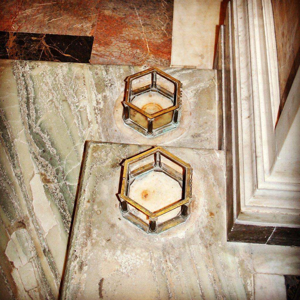 Miracolo Eucaristico a Santa Pudenziana, Roma - Twitter